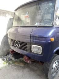 Caminhão 608 Mercedes-Benz