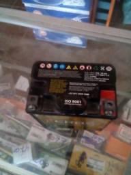 Bateria 6 amperes seminova