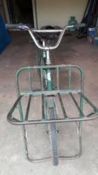 Vendo essa bicicleta cargueira ótima para transporte de cargas e utensílios.