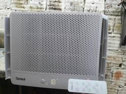 Ar condicionado de caixa 10 mil btus digital com controle remoto.