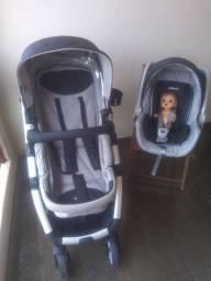 Carrinho de bebê com bebê conforto luxo