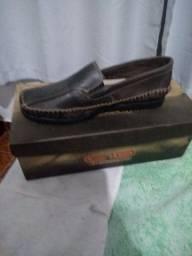 Sapatos e chinelo
