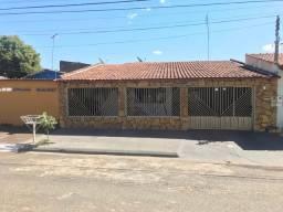 Casa 3/4 com 184m2 Parque Atheneu - Financia