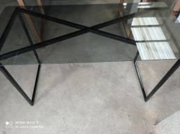 Mesa com vidro