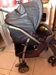 Carrinho com Bebê conforto Burigotto