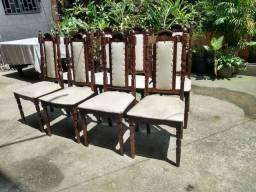 Vendo essas 08 cadeiras de madeira