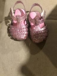 Vendo sandalinhas e tênis melissa
