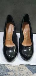 Sapato de verniz preto vizzano usado