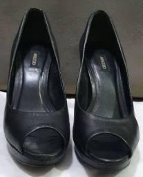 Peep toe meia pata Arezzo preto - usado