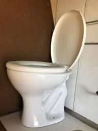 Vendo vaso sanitário com tampa. Marca Celite