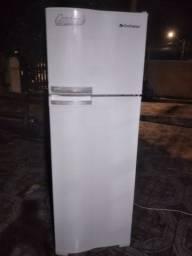 Vendo geladeira frost free continental  gelando perfeitamente 360lt