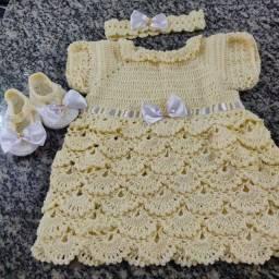 Vestido em Crochê para bebê 3 peças
