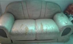 Sofa 2 lugares com marcas de uso