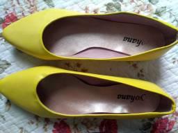 Vendo duas lindas sapatilhas novas R$ 40,00 as duas .