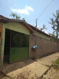 Casa sob esquina com a Av Daniela Peres Bairro Guanabara