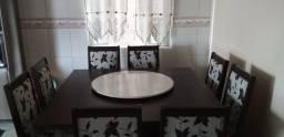 Vendo mesa de 8 cadeiras