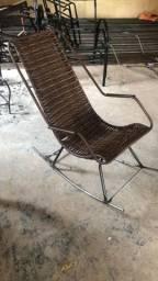Cadeira de balanço feita em fibra ótimo material