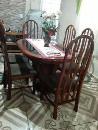 Mesa colonial com 6 cadeiras de vidro