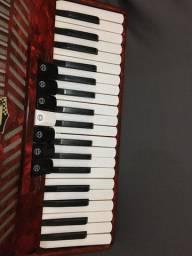 Vendo acordeon 80 baixos