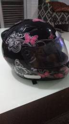 Capacete e capa para motoqueira