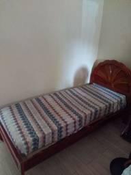 Cama de solteiro de madeira regulável, com colchão