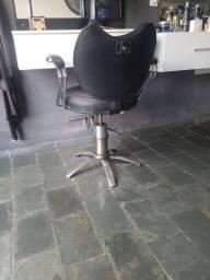 Vendo cadeira de barbeiro  350