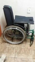 Vendo essa cadeira de roda interessado me chamar no zap. *.