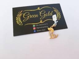 Pingente cachorro folheado a ouro com pedras