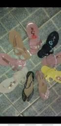 Vendo sandálias é sapatilhas