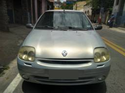 Clio Sedan RT 1.0 ano 2002 prata completo som controle som volante rodas