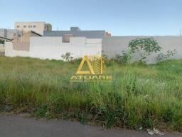 Excelente lote para venda no bairro Parque Real. Possui: 247m².