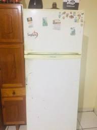 Vendo geladeira grande
