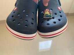Crocs original com broche Minions