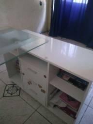 Vendo uma escrivaninha de vidro