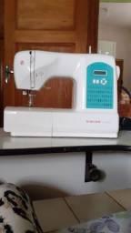 Vendo uma máquina de costura  500 e um liquidificador industrial   por  600