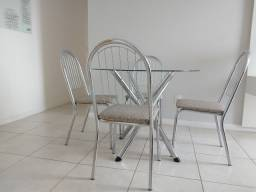 Mesa sala de jantar 4 lugares apenas 600 reais