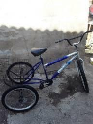 Título do anúncio: Bicicleta triciclo muito nova