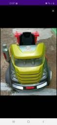 Caminhão bandeirantes