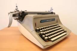 Máquina de Escrever / Sperry Remington 100 / em Metal Cinza / Bege (Ler Observações)