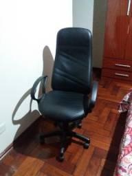 Cadeira presidente giratória, alto regulável e reclinável