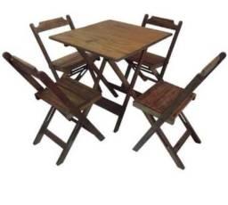 Mesa dobrável e cadeiras de bar