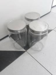 03 Recipientes de vidro com tampas