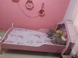 Vendo uma cama de criança da moranguinho novinha
