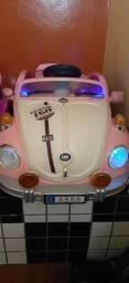 Carro elétrico rosa