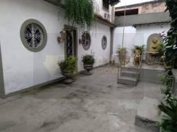 Casa a venda com 2 quartos e quintal na Vila da Penha