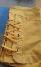 Short amarelo P