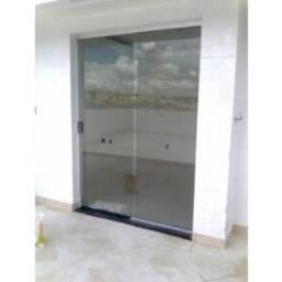 Porta de vidro com persiana rolo