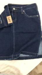 Saia jeans escuro, marca Lee, perfeita