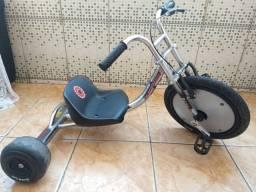 Triciclo juvenil marca RAZOR ótimo estado