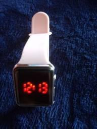 Relógio rosa simples.